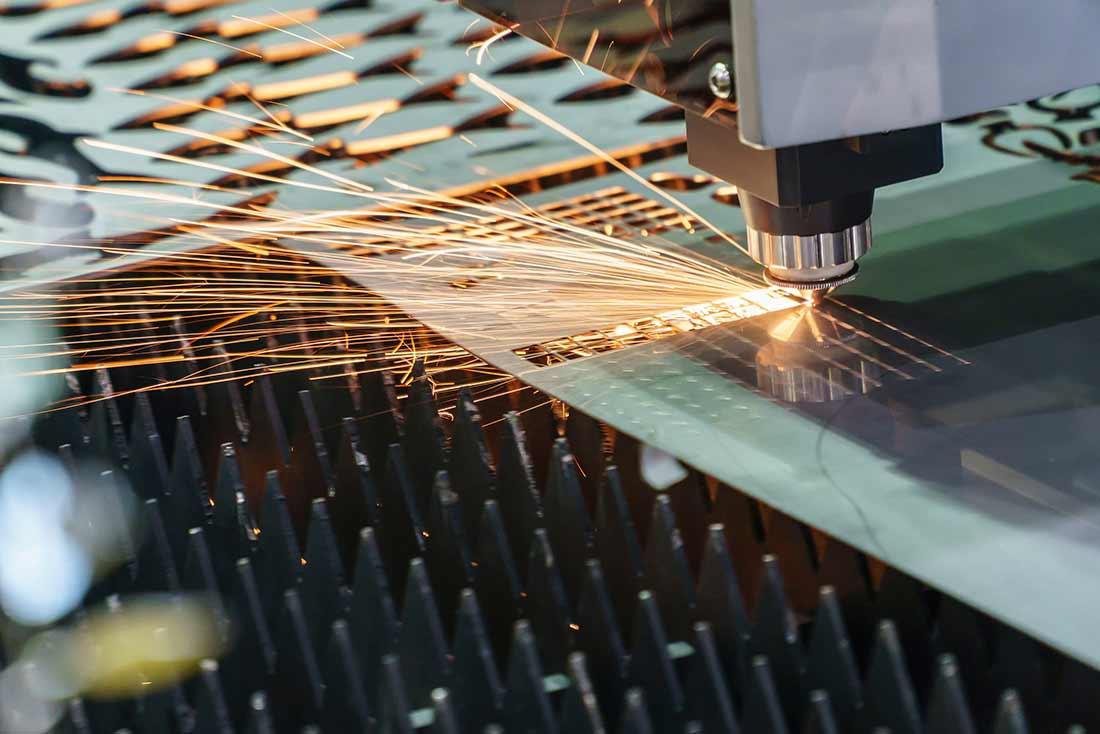 Découpe et pliage de métal en feuille